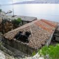 Goli otok - stavbe propadajo