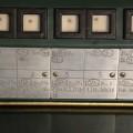 Napisi na potnem nakazalu-razporeditev postavitve vzvodov za določen tir, foto Mitja Vaupotič