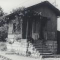 Tipična kretniška postavljalnica Južne železnice v Logatcu, ki je uničena fotografirana leta 1984; foto Franc Golob (iz arhiva Železniškega muzeja SŽ)